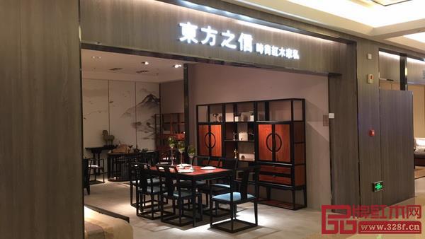 东方之信晋城旗舰店位于当地红星美凯龙核心位置